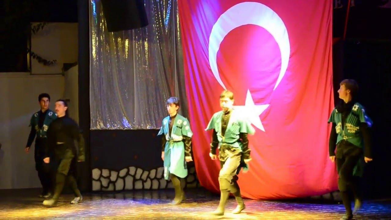 Турецкий мужской танец с юбками
