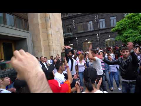 Armenians express their joy through dance after Pashinyan's election