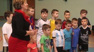 Przekazanie sprz�tu sportowego dla dzieci z Wojciechowic
