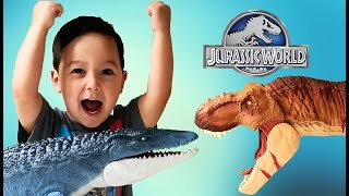 Father & Son unbox Jurassic World Mosasaurus with T-Rex