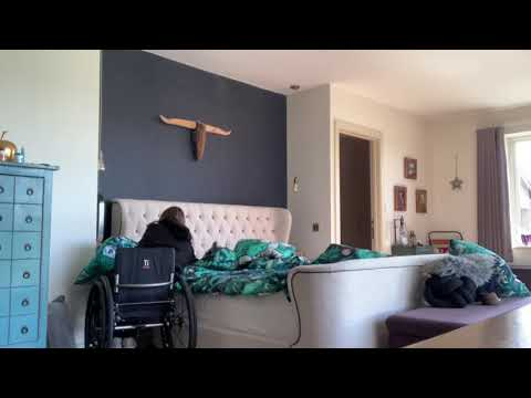 c6/7-quadriplegic-making-a-tidy-bed