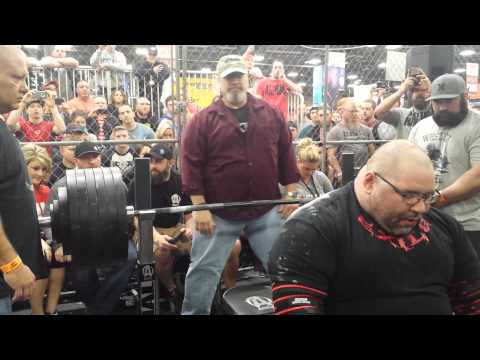 Jeremy Hoornstra vs Mike Wolfe bench press battle in The Cage 2016