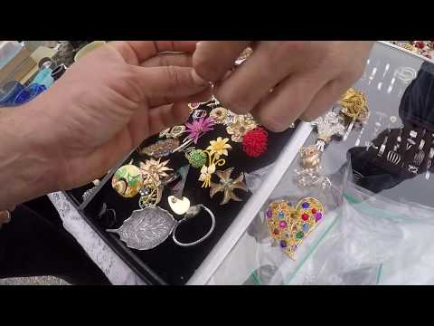 shopping-for-vintage-costume-jewelry-&-antiques-at-the-flea-market-looking-for-deals-for-ebay