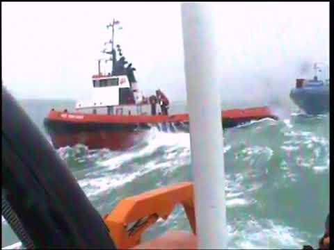 на буксир в 8 баллов\offshore rescue operation