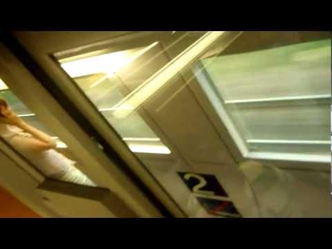 eine schwule ICE-Zug-Ansagestimme in München