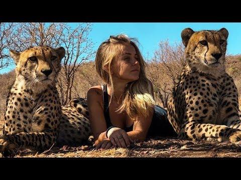 Девушка родилась в приюте для диких животных. И теперь она даже спит с гепардами!