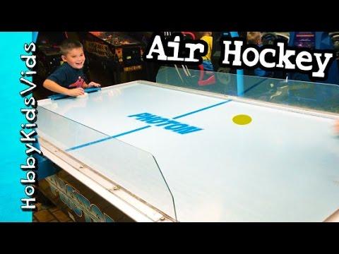 Air Hockey at Arcade! HobbyFrog vs HobbyPig + Surprise Toy Claw HobbyKidsVids