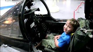 А мне летать охота! Музей авиации и космонавтики. LifeinUSA. жизнь в Америке, в США.(Музей авиации и космонавтики в городе Талса, штат Оклахома. Недавно мы сходили в музей авиации и космонавти..., 2015-05-13T09:37:10.000Z)