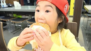 麥當勞快餐餐廳遊戲廚房玩具和宝蓝玩房子遊戲角色扮演的樂趣!讓我們一起拆開玩具吧〜