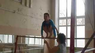 Катя Евдокимова гимнастка брусья 9 лет :) 2