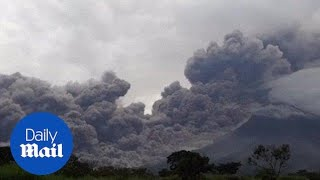 Guatemala volcano sends massive ash cloud into sky during eruption - Daily Mail