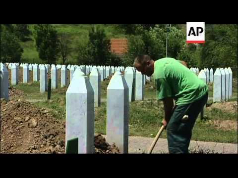 Preps for funerals of hundreds of Srebrenica victims