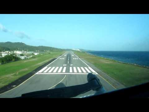 Visual approach and B767 landing at Roathan airport Honduras
