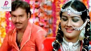 Mundhanai Mudichu Movie Scenes | Urvashi falls in love with Bhagyaraj | Andhi Varum song | Ilayaraja