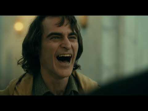 GUASÓN - ¿Quieres presentarme como Guasón? - Warner Bros Pictures Latinoamérica