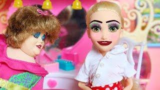 БАБУШКА НАКРАСИЛА МАШУ В ШКОЛУ / Играем в куклы мама Барби
