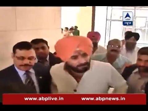 Kaun Banega Mukhyamantri: Rahul Gandhi meets Navjot Singh Sidhu for Punjab polls in Delhi