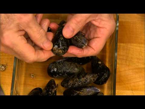 Jacques Pépin: How to Clean Mussels