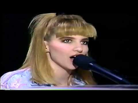 Debbie Gibson - Lost In Your Eyes (Live '89)
