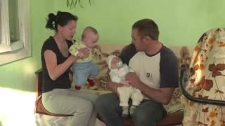 Zwillinge mit Behinderung brauchen Physiotherapie