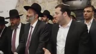 بالفيديو والصور.. وزير الداخلية الإسرائيلي يقتحم 'قبر يوسف' شرق نابلس