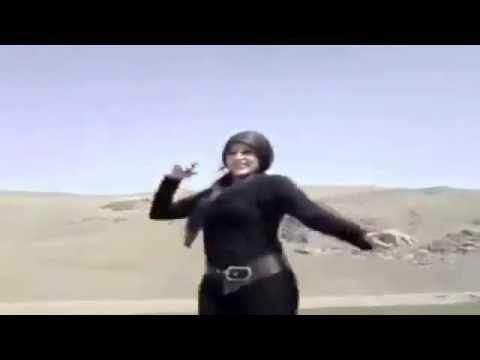 Iranian woman dancing on car removes Hijab thumbnail