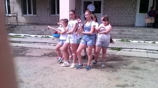 Девчонки танцуют классный танец, вам точно понравится!
