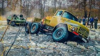 Мы офигели!!! ТАНК против ЗИЛ 131 и ГАЗ 66 в ГИБЛОМ БОЛОТЕ