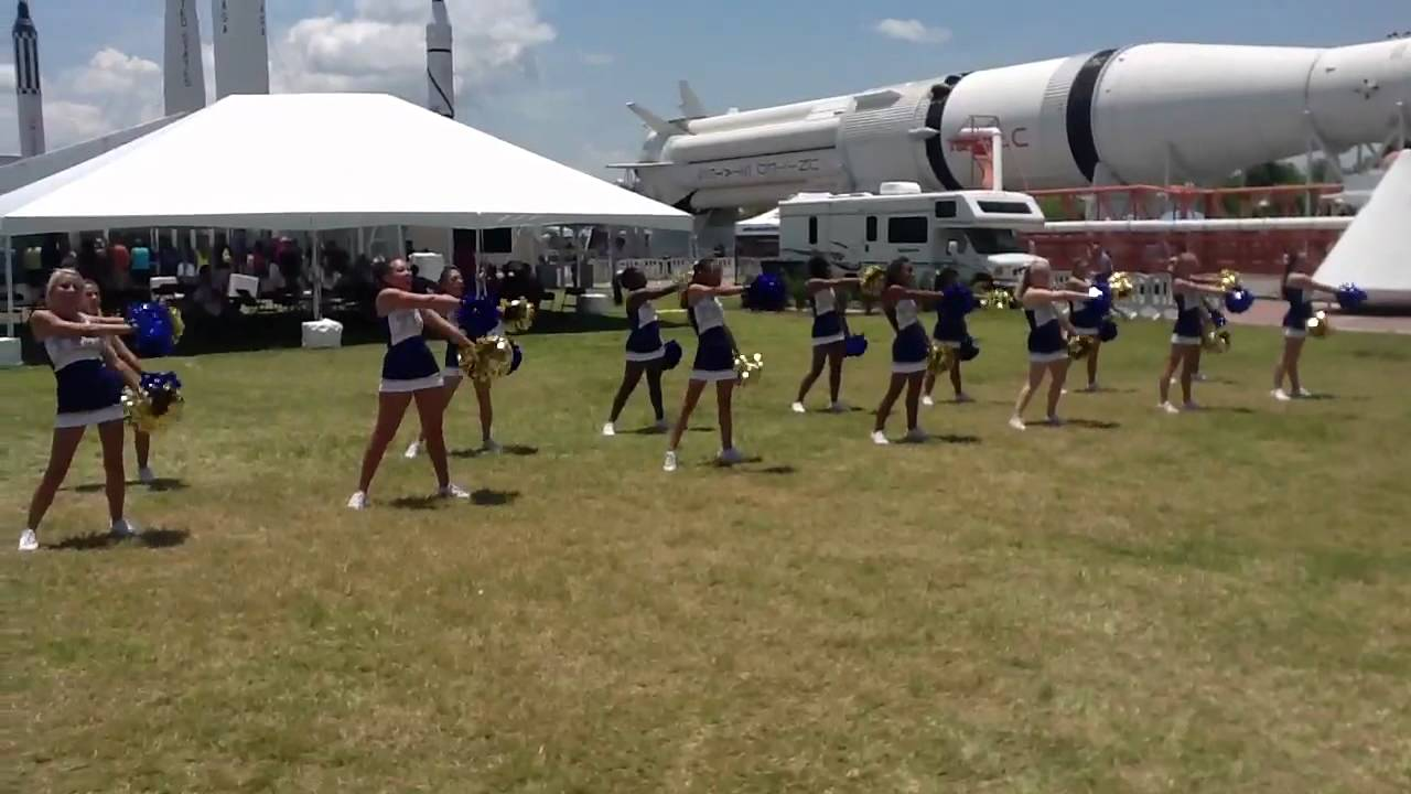 Titusville High School cheerleaders at Lunabotics. Go Lunab - YouTube