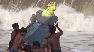 Vinayagar Statutes Droped in Sea | Vinayagar Sathurthi | India 2017