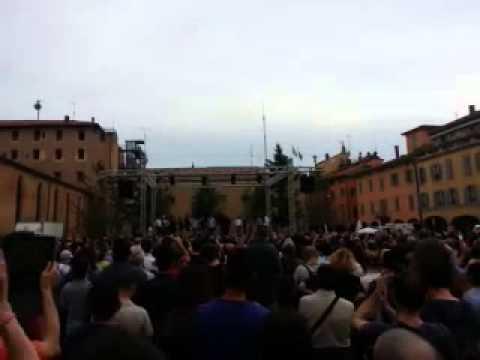"""Beppe Grillo a Bologna: """"Defranceschi? Se innocente lo riprenderemo"""""""