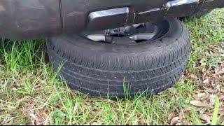 Как снять запаску на Toyota 4Runner.