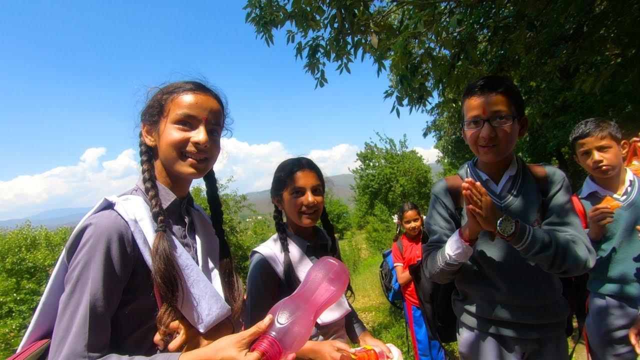 印度农村家庭啥样子?村头遇到放学少年,邀请我去家里做客(2019印度旅行6)