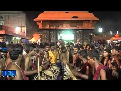 'Panchari Melam' performance by Kottarakara Kalamandhir grab the eyes of Sabarimala pilgrims