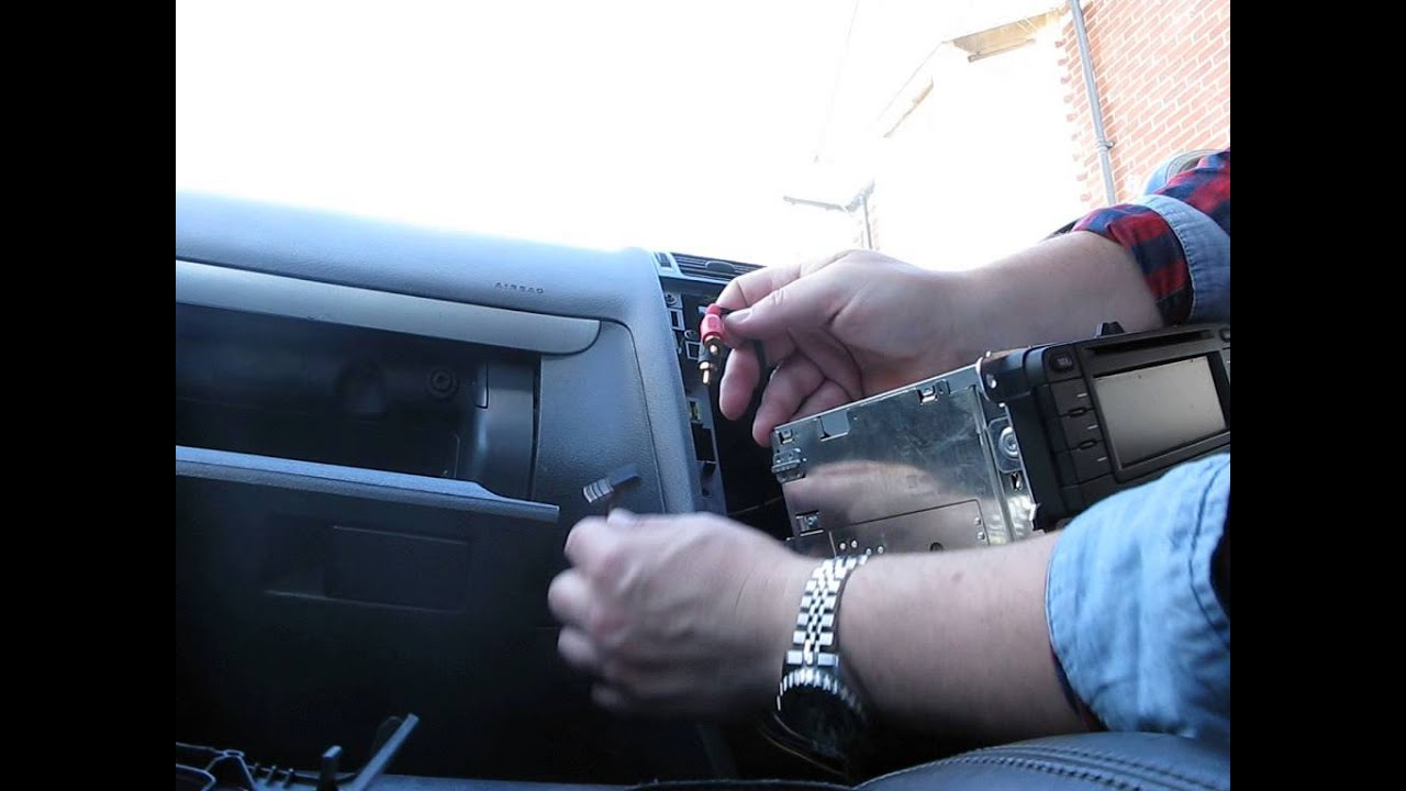 RCD300 Radio VW Touran (2004): VW Aux Input Installation - YouTube