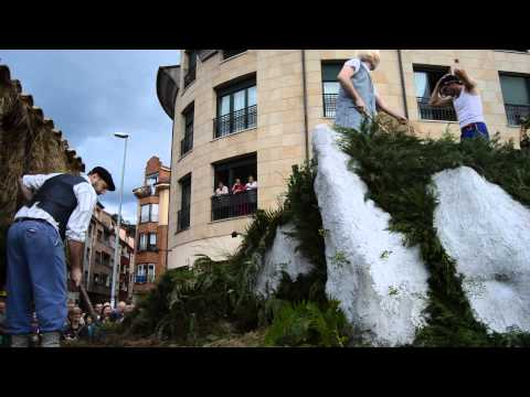 VIDEO 4 DESFILE CARROZAS FIESTAS PORTAL VILLAVICIOSA 2015
