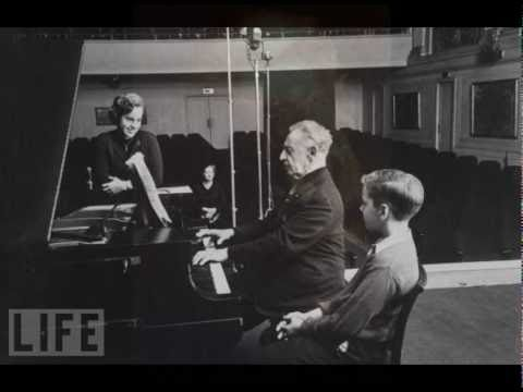 "Rubinstein plays Beethoven ""Emperor"" Piano Concerto No.5, Op.73 - 2nd Movement"