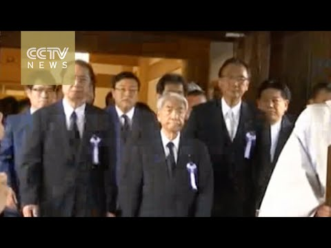 Japanese PM Shinzo Abe sends offerings and lawmakers to visit Yasukinu Shrine