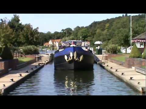 Oxfordshire Country Walk - Henley on Thames to Mill End via the River Thames round