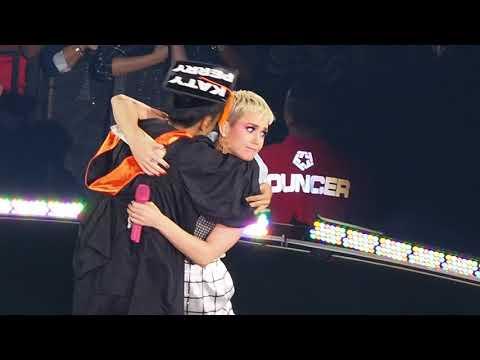 Tagalog 101 & She Makes a Filipino Fan Cry - Katy Perry (Witness: The Tour Manila 2018)