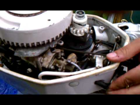 Starting a 1971 Chrysler 99HP 2 Stroke Outboard - YouTube