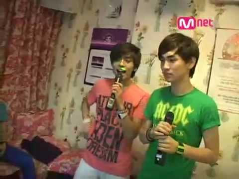 Shinee singing 'Hug' of DBSK