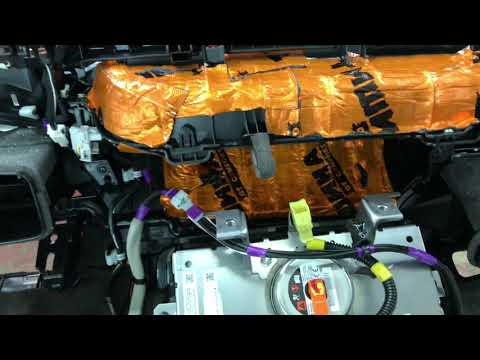 Toyota RAV4 обесшумливание салона, включая торпедо, с использованием премиум материалов Комфортмат