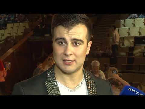 У входа в кировский цирк ажиотаж, билетов в кассах нет, аншлаг