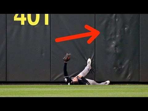 Christian Yelich Makes INSANE Catch After CRASHING into Outfield Wall