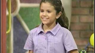 selena gomez singing when she was little