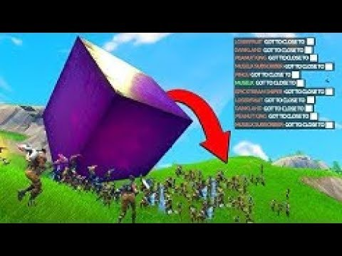 100 PLAYERS GETTING CRUSHED BY THE CUBE ||FORTNITE