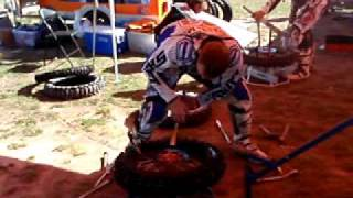 ben grabham mouse tyre change at the a4de 2009