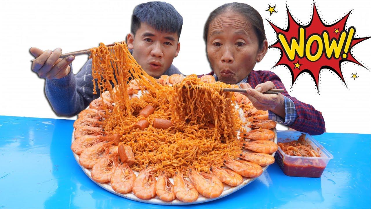 Hưng Vlog- Thử Thách Mẹ Ăn Mâm Mì Siêu Cay Hàn Quốc Cấp Độ 7 Khổng Lồ Thắng Nhận 10 Triệu