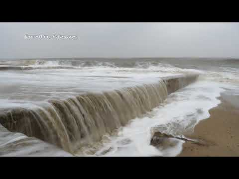 Rough sea Felixstowe March 2018